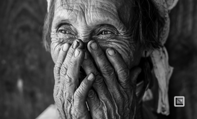 Padaung black n white portraits-27