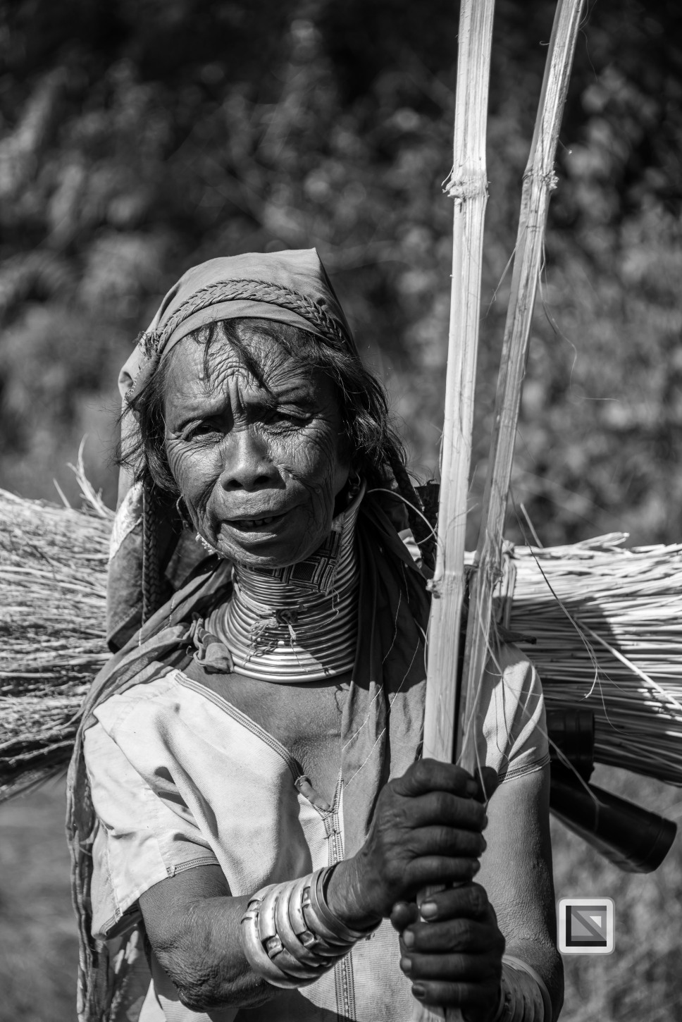 Padaung black n white portraits-63