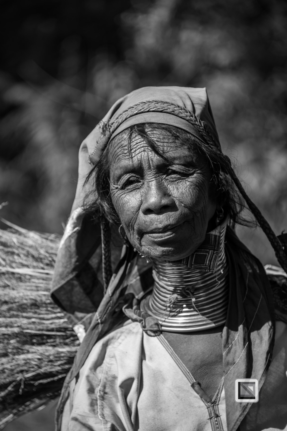 Padaung black n white portraits-67