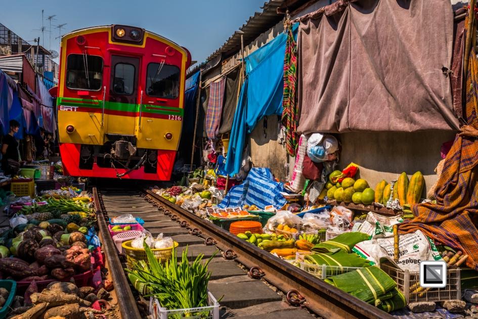 maeklong-train-market-feb-10