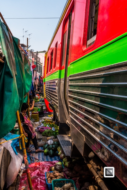 maeklong-train-market-feb-11