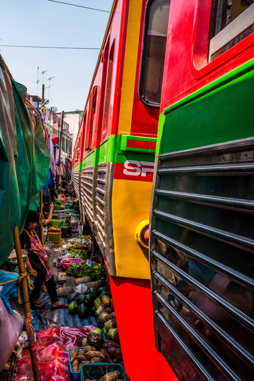 maeklong-train-market-feb-12