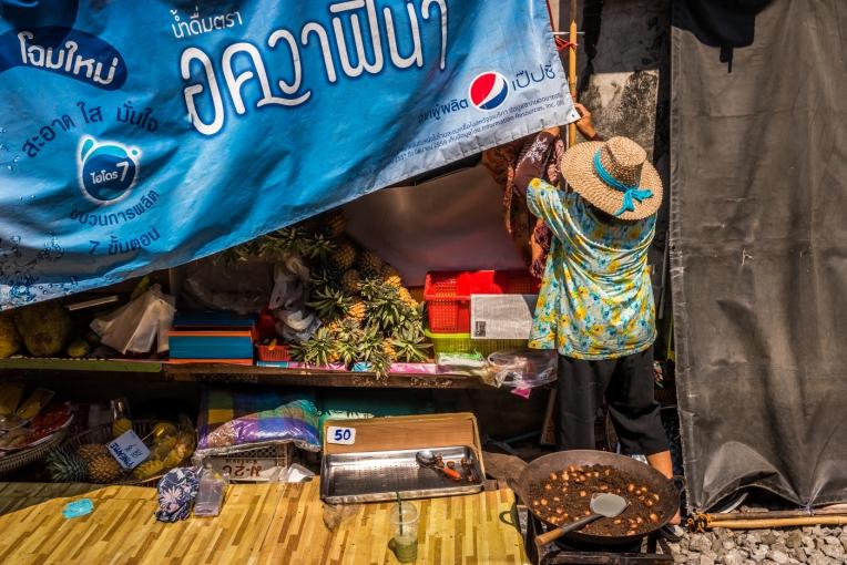 maeklong-train-market-feb-2