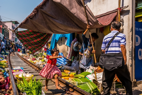 maeklong-train-market-feb-4