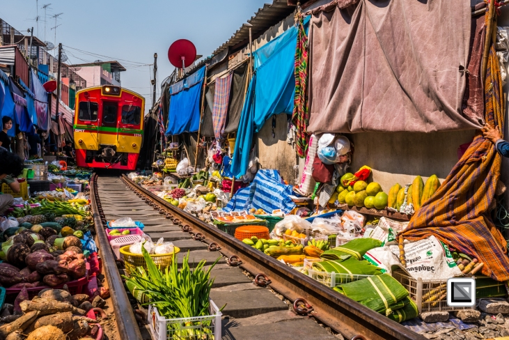 maeklong-train-market-feb-5