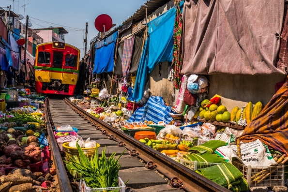 maeklong-train-market-feb-7