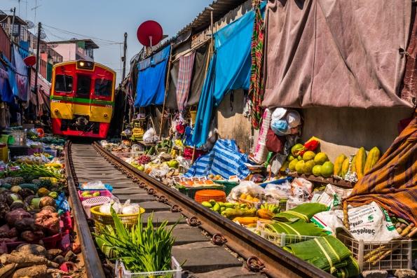 maeklong-train-market-feb-7