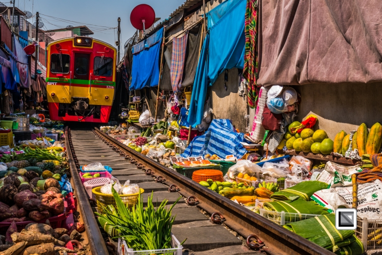 maeklong-train-market-feb-8