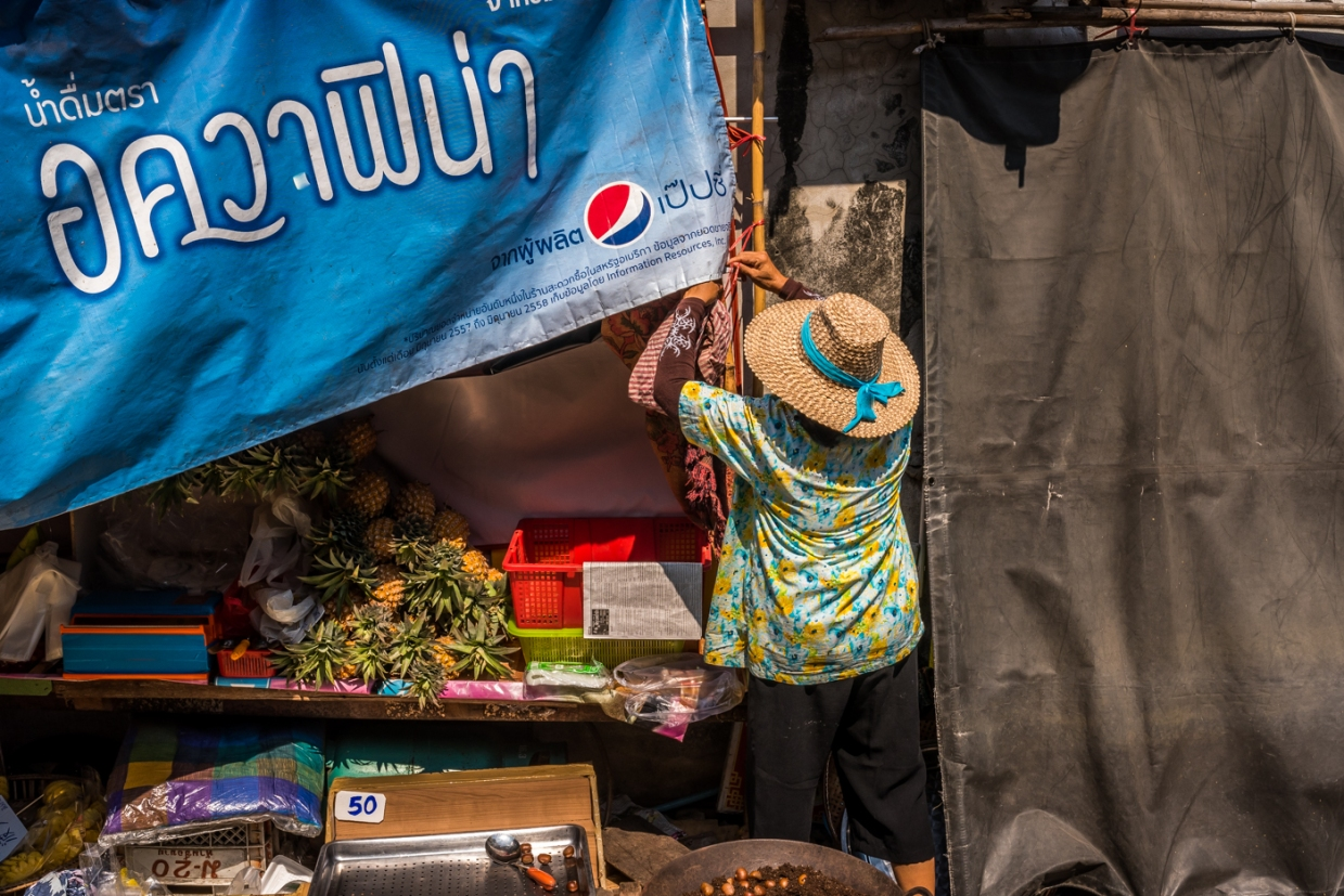 maeklong-train-market-feb