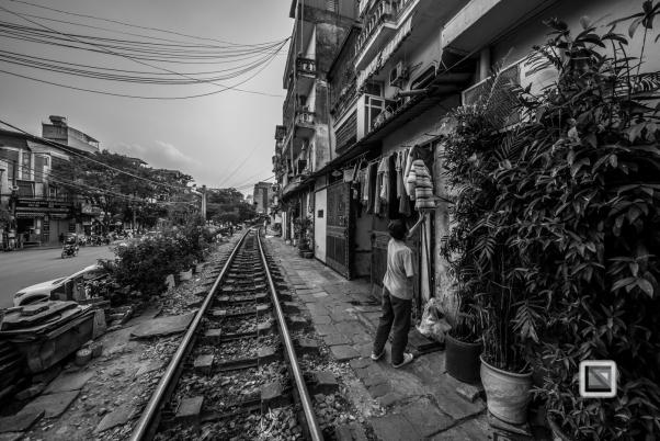 vietnam-hanoi-train_tracks-10
