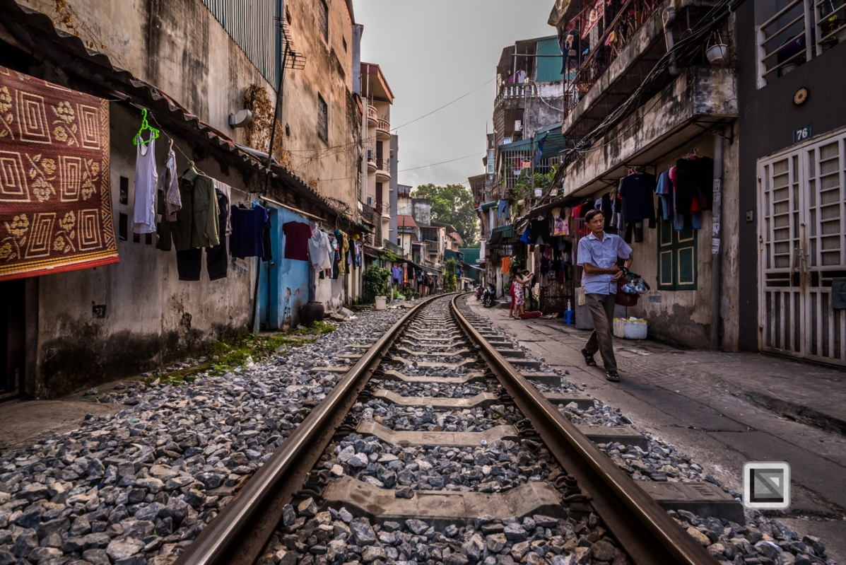 vietnam-hanoi-train_tracks-14