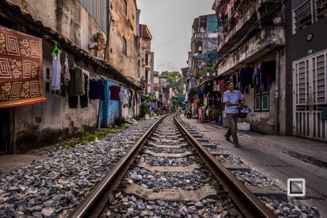 vietnam-hanoi-train_tracks-14