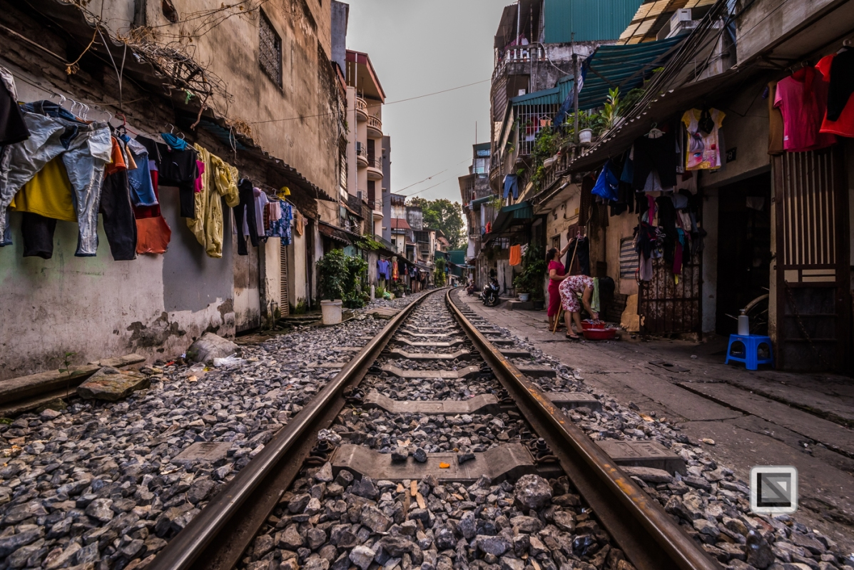 vietnam-hanoi-train_tracks-15