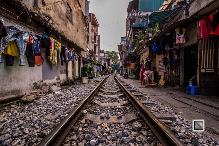 vietnam-hanoi-train_tracks-15