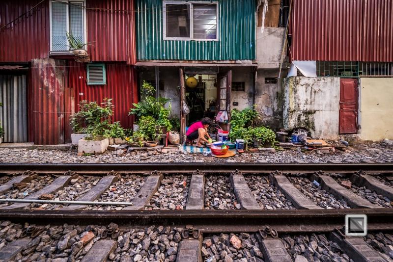 vietnam-hanoi-train_tracks-19