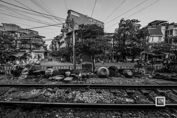 vietnam-hanoi-train_tracks-2