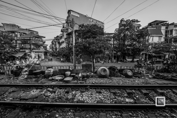 vietnam-hanoi-train_tracks-2