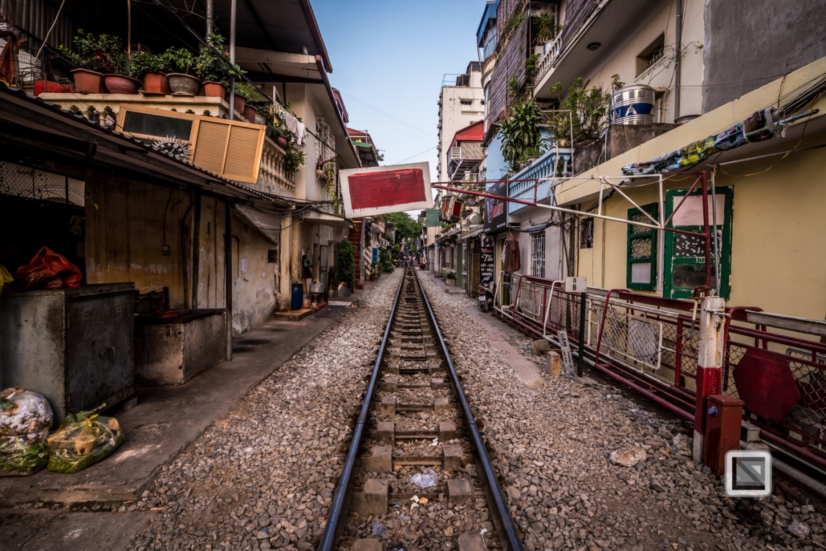 vietnam-hanoi-train_tracks-25