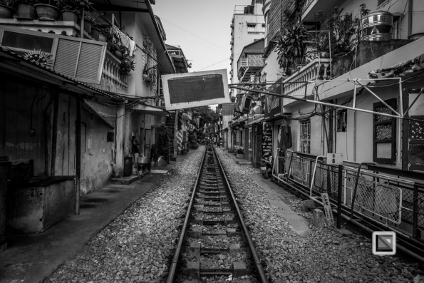 vietnam-hanoi-train_tracks-26