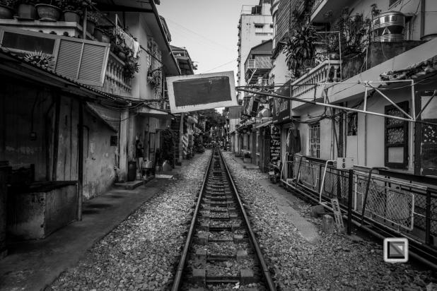 vietnam-hanoi-train_tracks-26