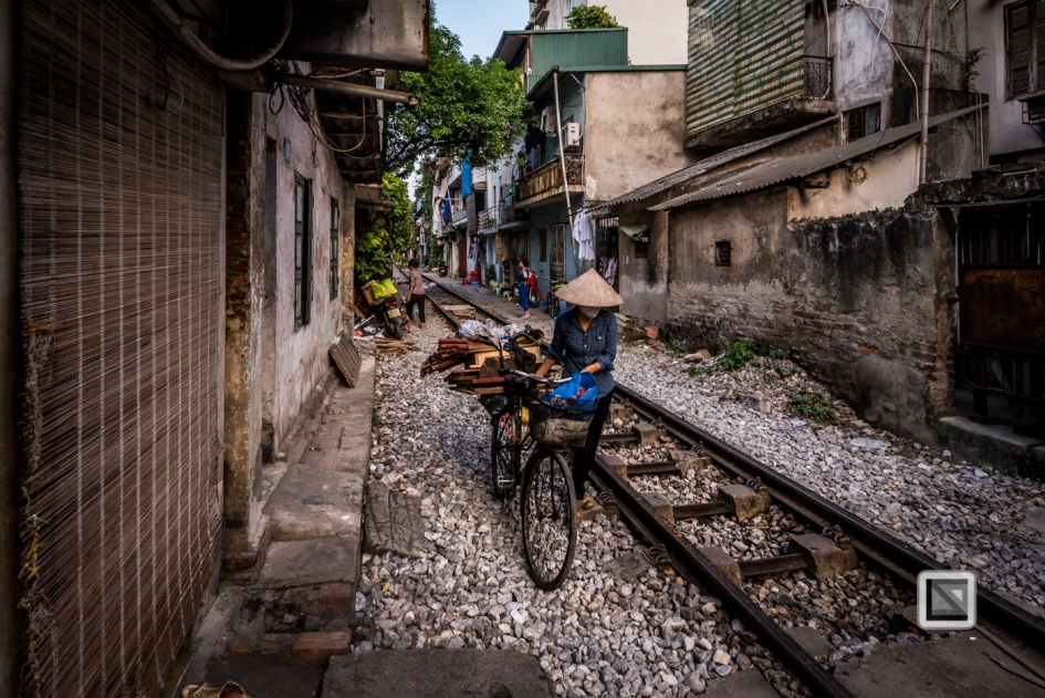 vietnam-hanoi-train_tracks-28
