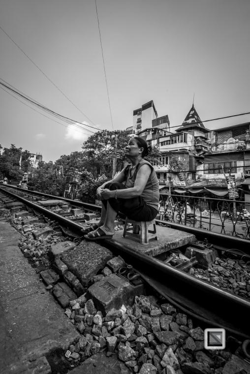 vietnam-hanoi-train_tracks-4