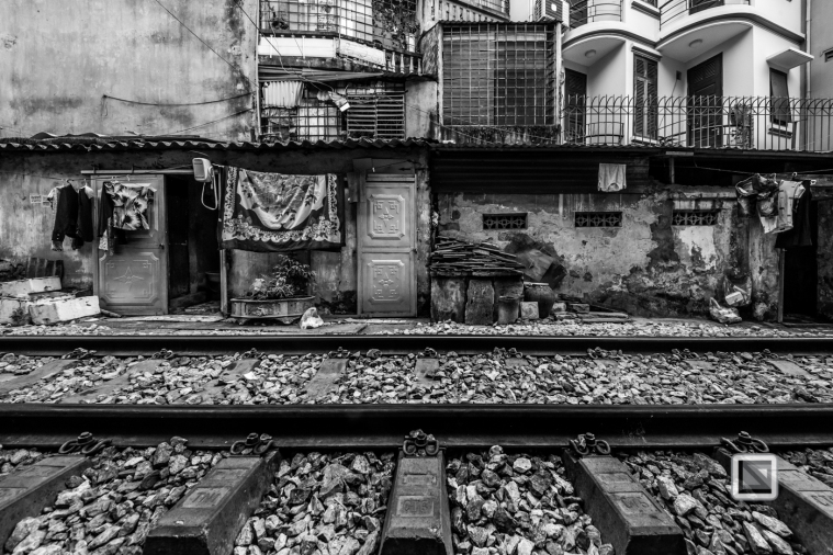 vietnam-hanoi-train_tracks-48