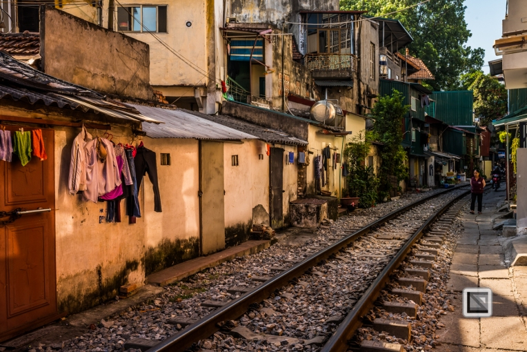 vietnam-hanoi-train_tracks-50