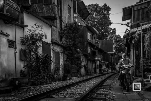 vietnam-hanoi-train_tracks-51