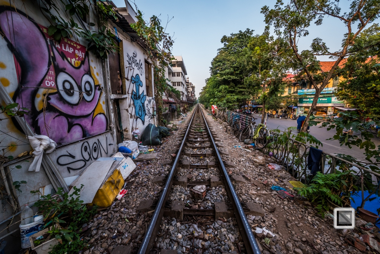 vietnam-hanoi-train_tracks-5