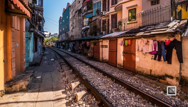 vietnam-hanoi-train_tracks-56