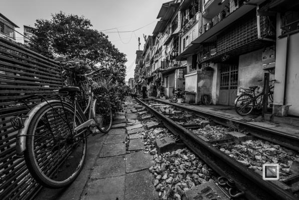 vietnam-hanoi-train_tracks-8