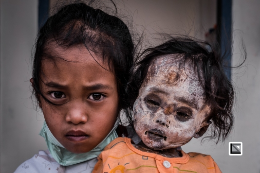 Indonesia-Toraja-Panggala-Balle_Manene-Clara_and_dead_sister_Arel_2010_6years-3