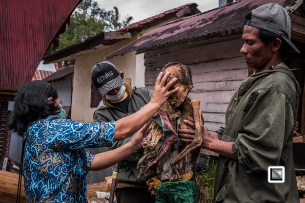 Indonesia-Toraja-Panggala_Manene-Boy_Andaris_Palulun_1997_and_brother_Ferri-35