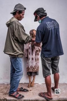 Indonesia-Toraja-Panggala_Manene-Boy_Andaris_Palulun_1997_and_brother_Ferri-52