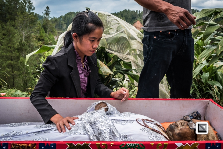Indonesia-Toraja-Panggala_Manene-Martha_Rantelimbong_and_daughter_Merlin-4