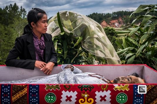 Indonesia-Toraja-Panggala_Manene-Martha_Rantelimbong_and_daughter_Merlin-6