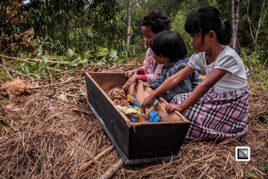 Indonesia-Toraja-Panggala_Manene-nameless_female_baby_Lai_2007_6months_old_with_cousins-16