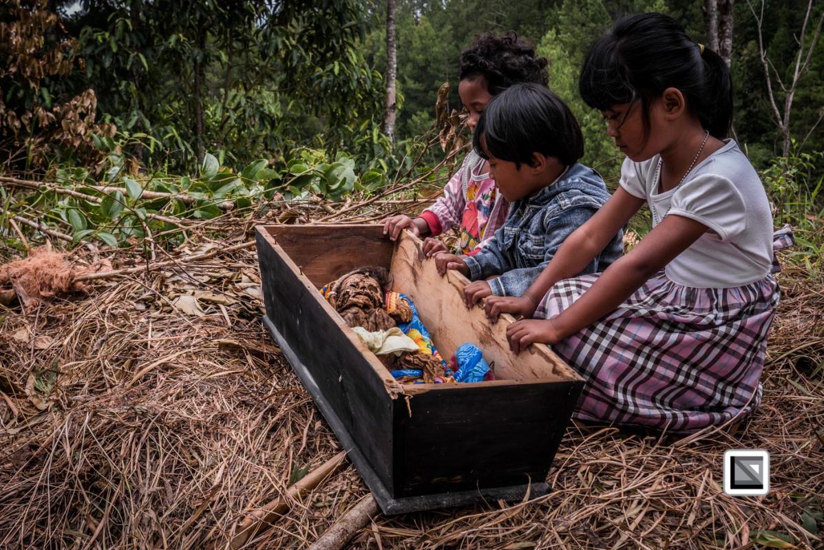 Indonesia-Toraja-Panggala_Manene-nameless_female_baby_Lai_2007_6months_old_with_cousins-17