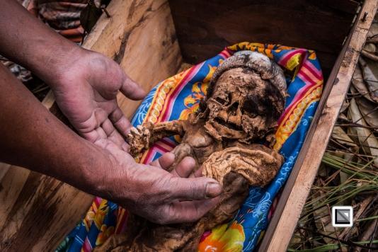 Indonesia-Toraja-Panggala_Manene-nameless_female_baby_Lai_2007_6months_old_with_uncle_Yunus_Kala-10