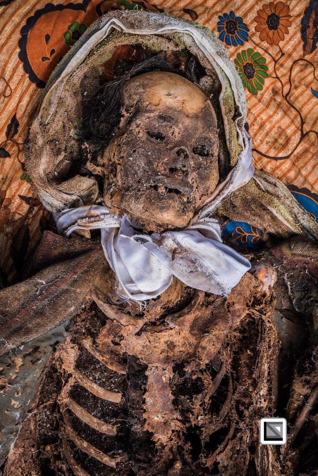 Indonesia-Toraja-Panggala_Manene-Sarong_Allos_mother-1
