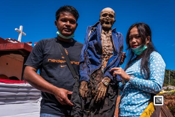 Indonesia-Toraja-Panggala_Manene-Tandi_2000_and_grandchildren_Angga_Angga_and_Thata-1