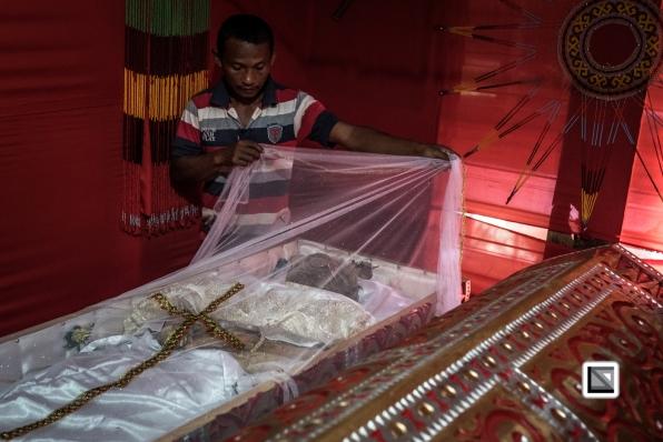 Indonesia-Toraja-Yohanis_and_his_wife_Alfrida-40