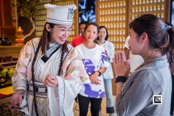 Taiwan-Nana_Cheng_alias_Ji_Gong-Healing_session-19