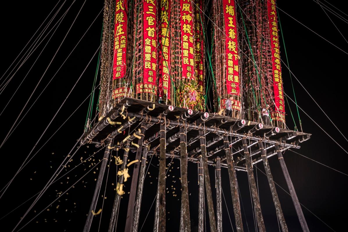 Taiwan-Toucheng_Qianggu_Pole_climbing_and_ghost_month_closing-32