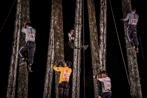 Taiwan-Toucheng_Qianggu_Pole_climbing_and_ghost_month_closing-42